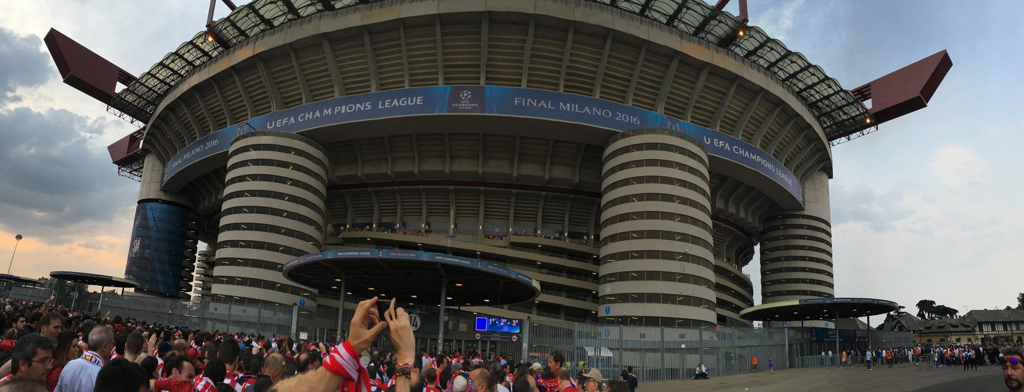 san siro outside panorama